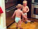 Conversation entre bébés jumeaux